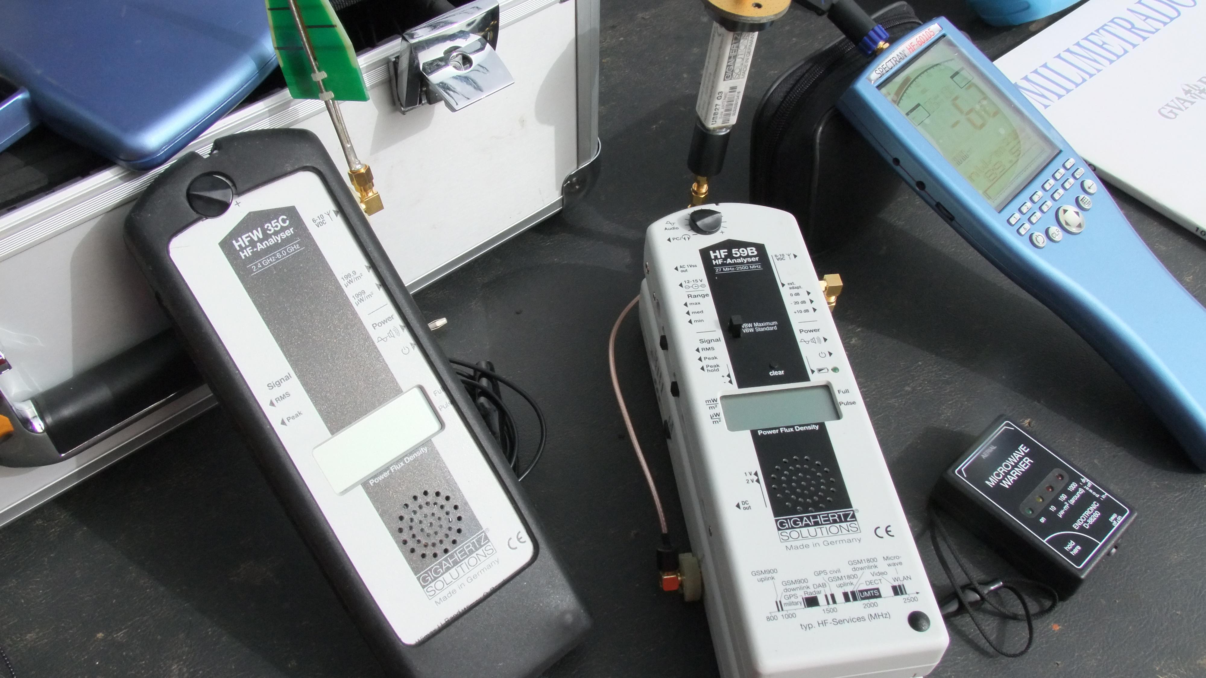 Diferentes antenas y equipos
